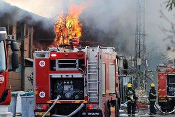 """صاروخ من غزة يشعل حريقا في مصنع بمستوطنة """"سديروت"""" (صور)"""