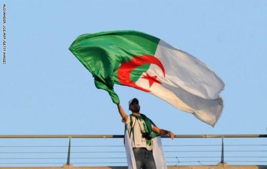 الجزائريون يواصلون احتجاجاتهم في الجمعة الـ 39 بمشاركة الصحفيين