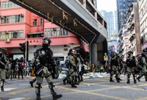 Hong Kong: city on edge after day of unprecedented violence