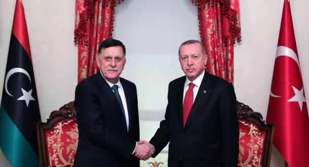 أردوغان والسراج يبحثان تنفيذ مذكرتي التفاهم البحرية والأمنية