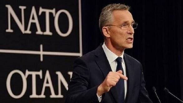 """ستولتنبرغ يرفض تصريحات ماكرون حول """"الناتو"""" ويدعو لتحسين العلاقات مع روسيا"""