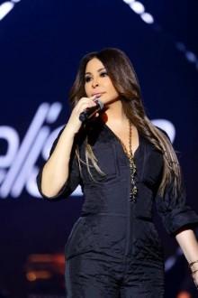إليسا مكرَّمة في مصر وتطمئن جمهورها على صحّتها