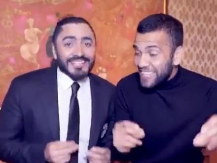 """بالفيديو – البرازيلي داني ألفيس يغني بالمصري """"حلو المكان"""" مع تامر حسني"""