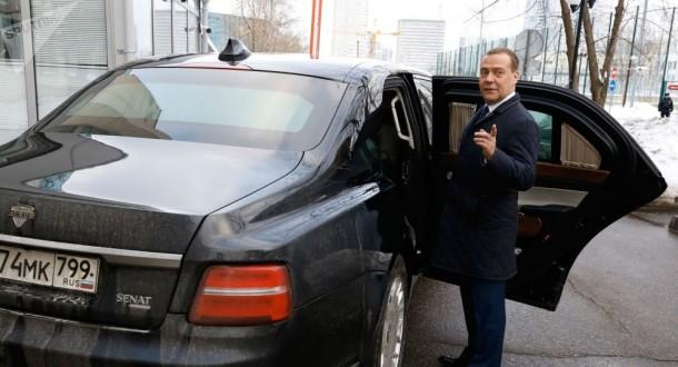 ميدفيديف يهنئ الحكومة الروسية الجديدة ويشكر من عمل معهم خلال السنوات الماضية