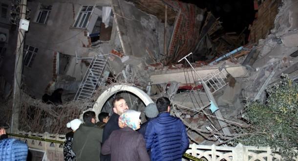 ارتفاع ضحايا زلزال شرق تركيا إلى 31 قتيلا