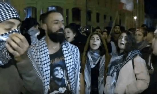 """محتجون في محيط مجلس النواب رفضا لـ""""منطق المحاصصة في التشكيلة الحكومية المرتقبة"""""""