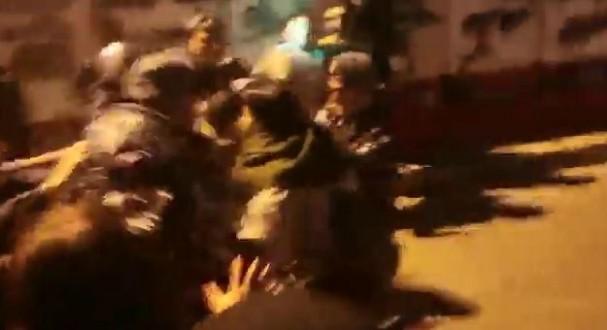 إشكال بين المحتجين والقوى الأمنية في محيط مصرف لبنان المركزي