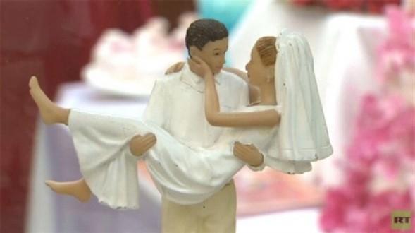 أوغندا.. إمام مسجد يكتشف أن زوجته رجل بعد الزفاف