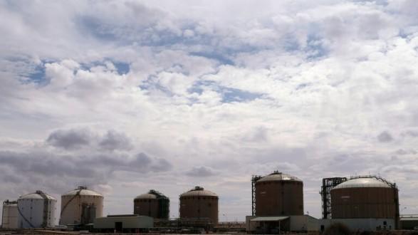 انخفاض إنتاج النفط في ليبيا بمعدل 75% بسبب إغلاق الحقول والموانئ