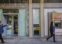 lebanese-in-front-of-banks