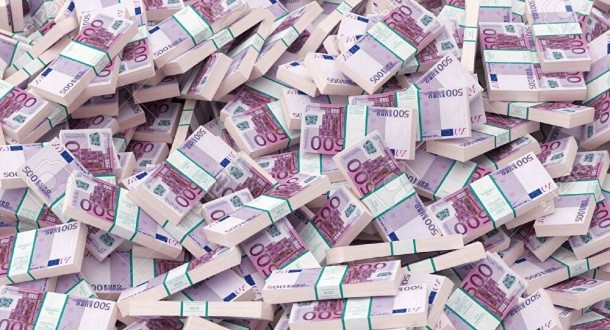 ملياردير يفقد 1.8 مليار دولار من ثروته بسبب موظف