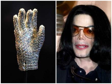في مزاد علني… قفازات مايكل جاكسون البيضاء تُباع بأكثر من 105 آلاف دولار أميركي