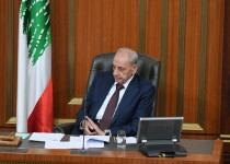 nabih-berri-sitting-in-the-parliement-looking-left